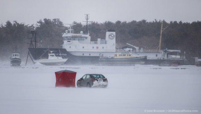 Photo of the Day: Car on West Bay Ice http://bit.ly/2Uns1CN #oldmissionpeninsula #tcmi #tcmichigan #omp #nwmi #nomi #puremichiganpic.twitter.com/zP8oo64hCC