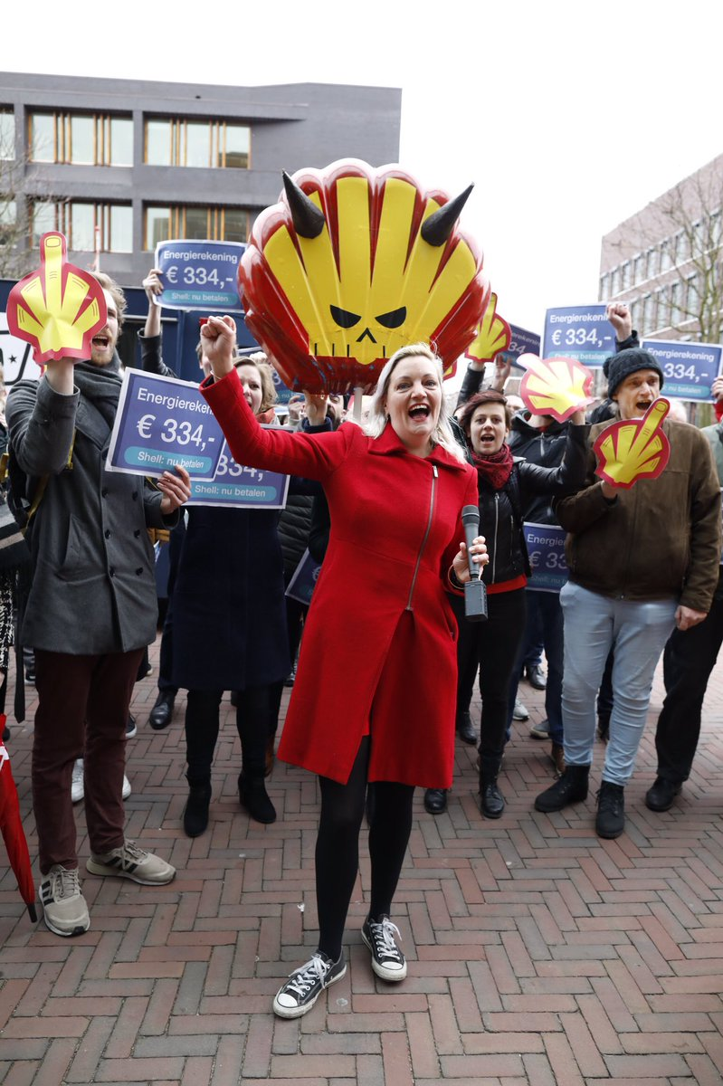 SP: 'Shell betaal de rekening voor vervuiling en ellende die je veroorzaakt! Laat huishoudens daar niet voor opdraaien'  Shell: 'In Malawi zijn mensen pas arm' Einde gesprek  Wij gaan door voor rechtvaardigheid  Doe mee! 👉 Zondag klimaatmars  👉 Teken http://sp.nl/energie