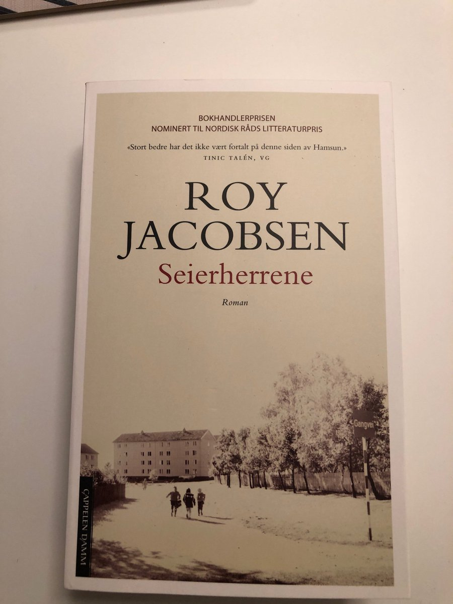 @Tjaernas Litt høytlesing fra denne boka før årets kamper bør motivere gutta litt ekstra? 🧐 #lokalt