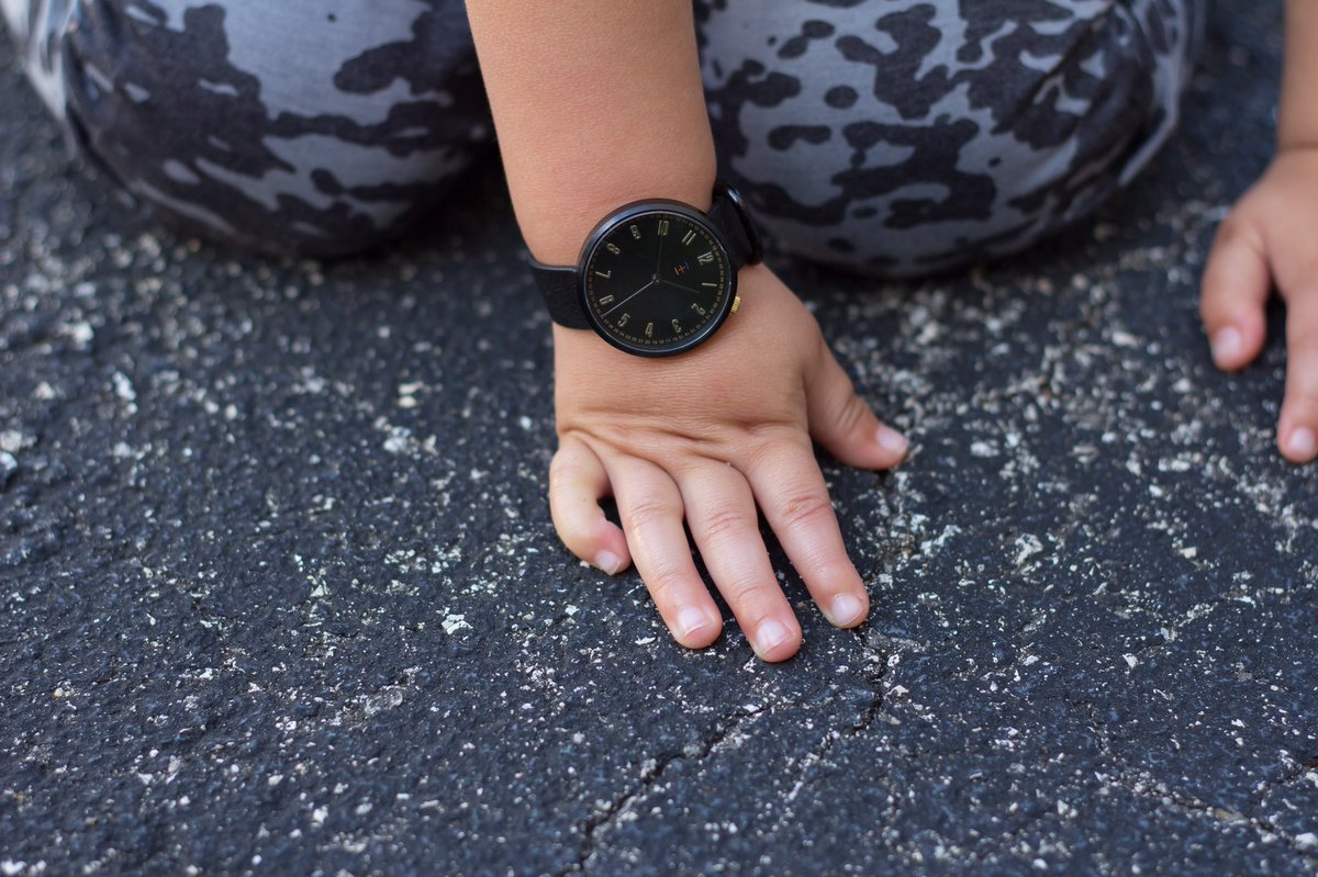 Cute little wrists deserve cute little watches   #watches #watchoftheday #wristgame #trendykids #fabulouskiddies #igfashionkids #simplychildren #superfashionkids #kidsfashiontrends #cameramama #momswithcameras #mommyblogger #kidsfashionpic.twitter.com/lKV42rXh1W