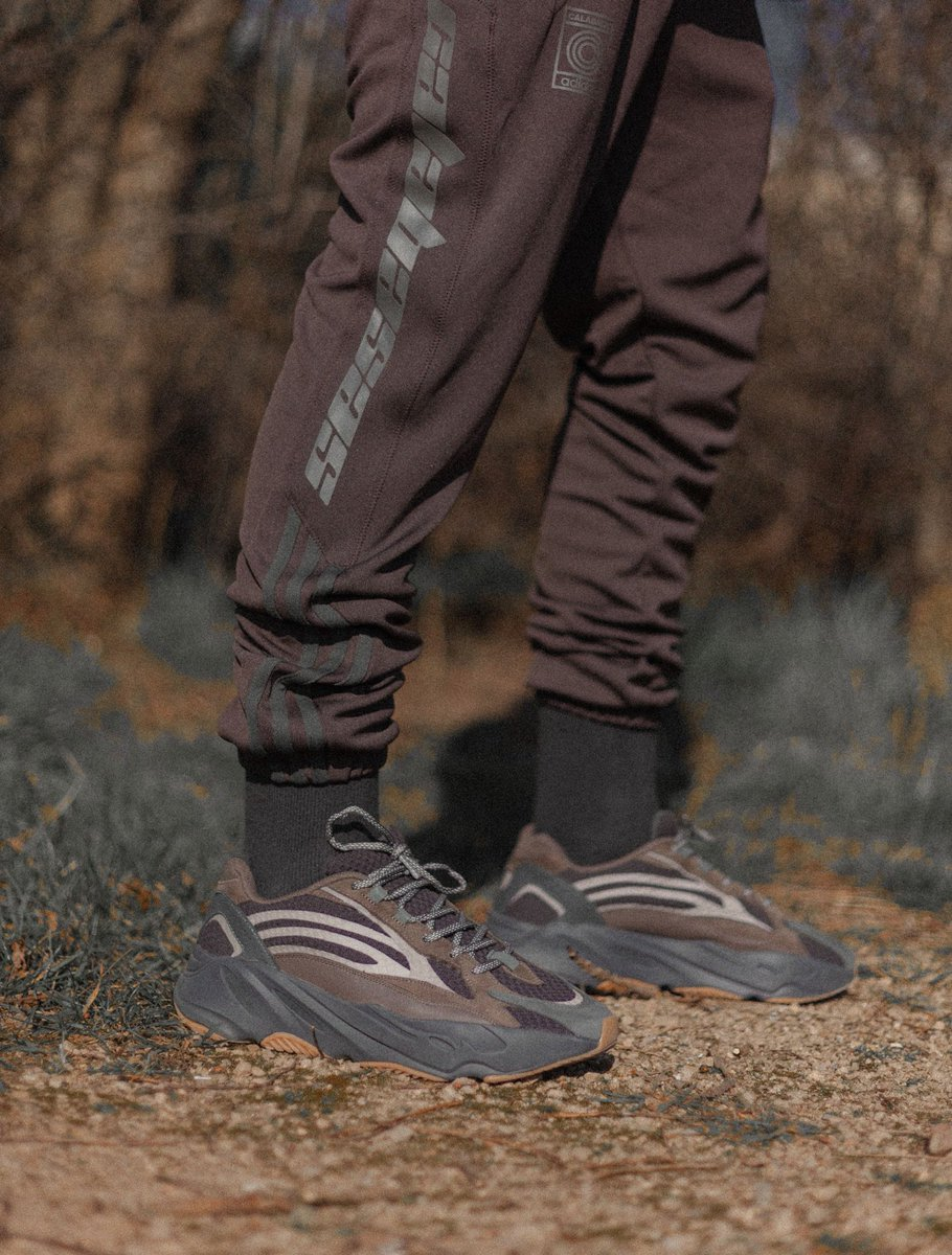 ddb197425 YEEZY BOOST 700 V2 GEODE + CALABASAS UMBER MINK TRACKPANTS. GEODE RELEASING  MARCH 23pic.twitter.com vXyC3JJnHv