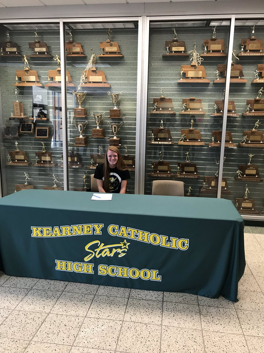 Congratulations to Kayla Lee on signing to @CCCCsports for softball!
