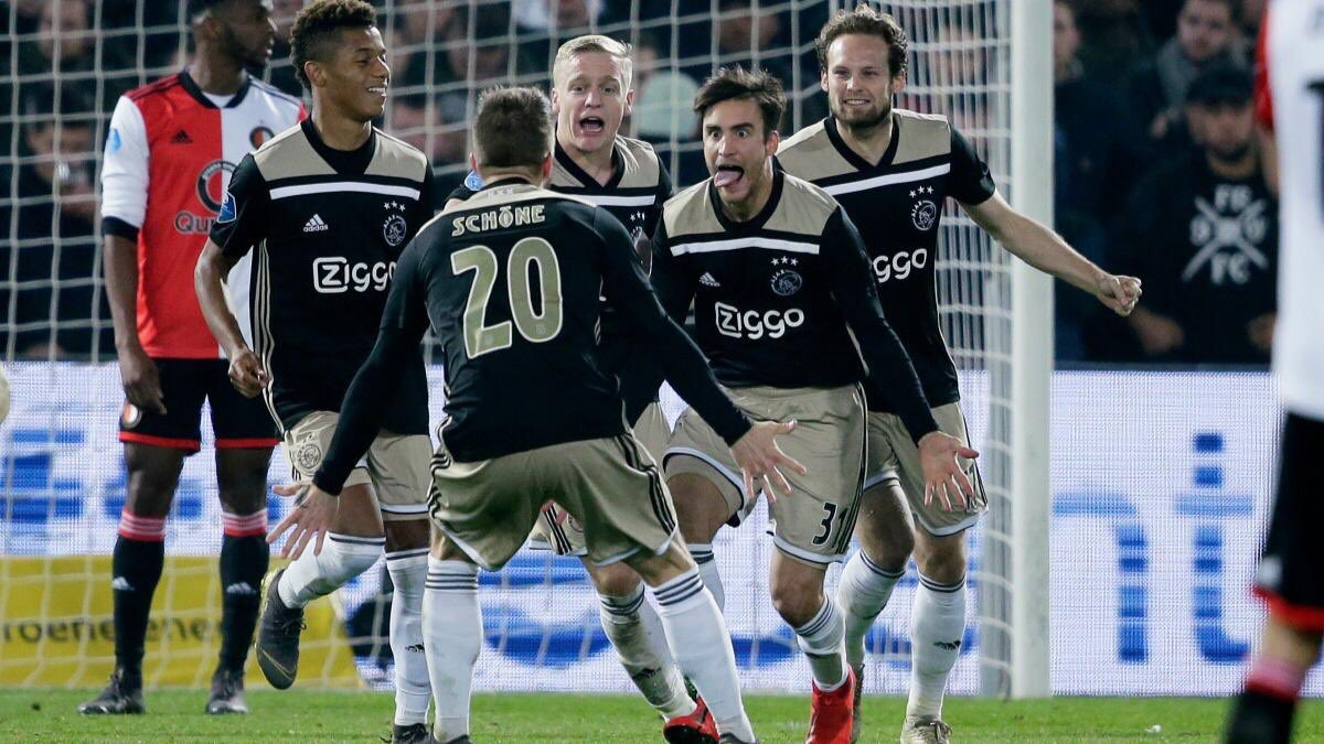 Helping the team by scoring in De #Klassieker to reach the Cup final... What a great night! 😝👊🏻 Ayudar al equipo marcando en un Clásico para clasificarnos a la final de la Copa... ¡¡Esta noche está encantador!! 🔥🤪