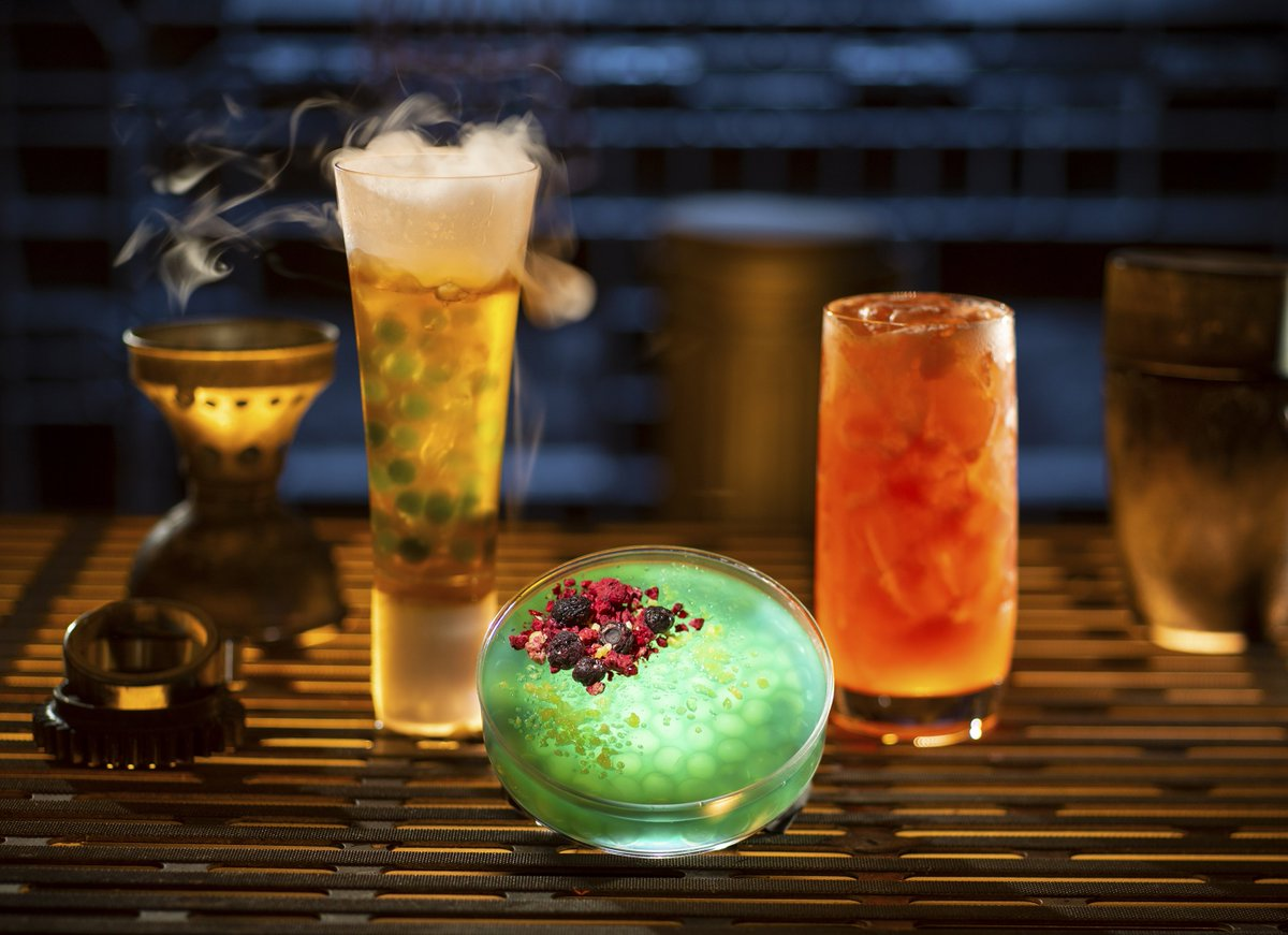 Drink a Fuzzy Tauntaun, snack on kaadu ribs, sip blue and green milk! What you can eat and drink in #GalaxysEdge: http://bit.ly/2tI9Vj7  #StarWars