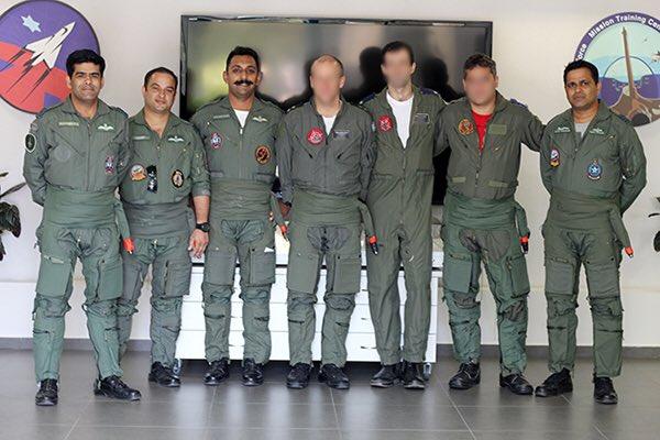 عاجل باكستان تسقط طائرتين عسكرتين هندية اخترقت مجالها الجوي - صفحة 3 D0f23gYX0AA267H