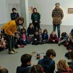 ¿Le enseñamos cómo se programa Next de #RobóticaEdelvives al pintor murciano Pedro Cano? ¿Le sorprendemos con el tapete con sus cuadros? Los alumnos de @salomerecio se han atrevido en la @Fund_PedroCano y ¡tenemos pruebas! 😉 #robóticaeducativa