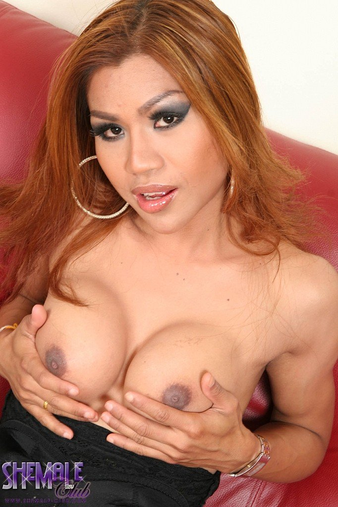 Gate wants to fuck you hard with her thick throbbing dick until you both cum  in