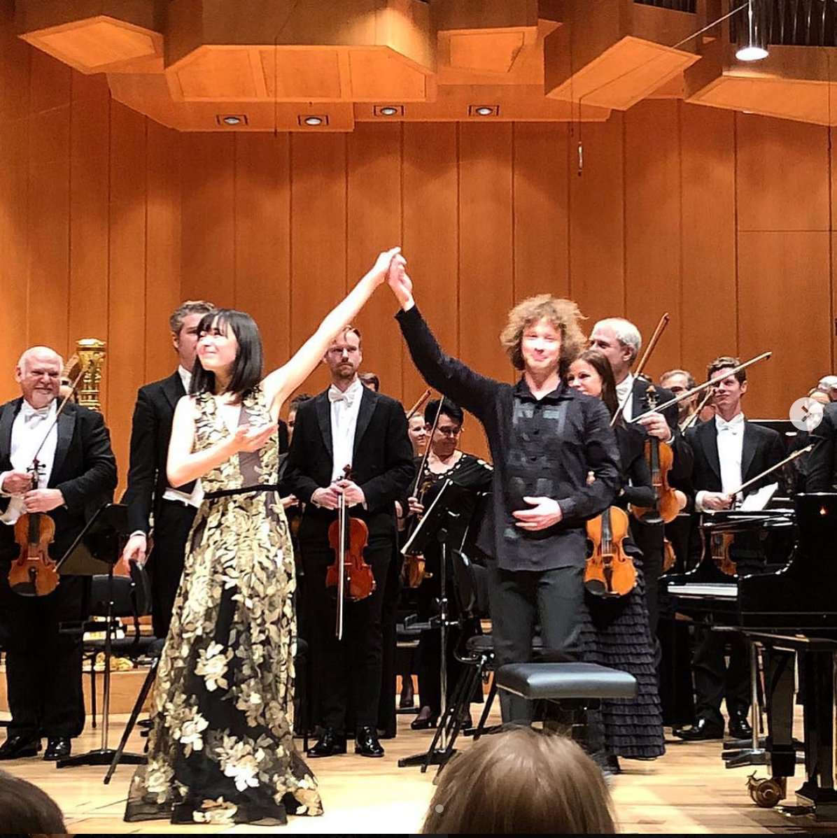 "Bachtrack: ""Playful sound worlds with Alice Sara Ott and the Gothenburg Symphony in Munich"" alicesaraott.com/concert-review… @GbgSymfoniker #ontour photo: #Instagram /@alicesaraott_official"