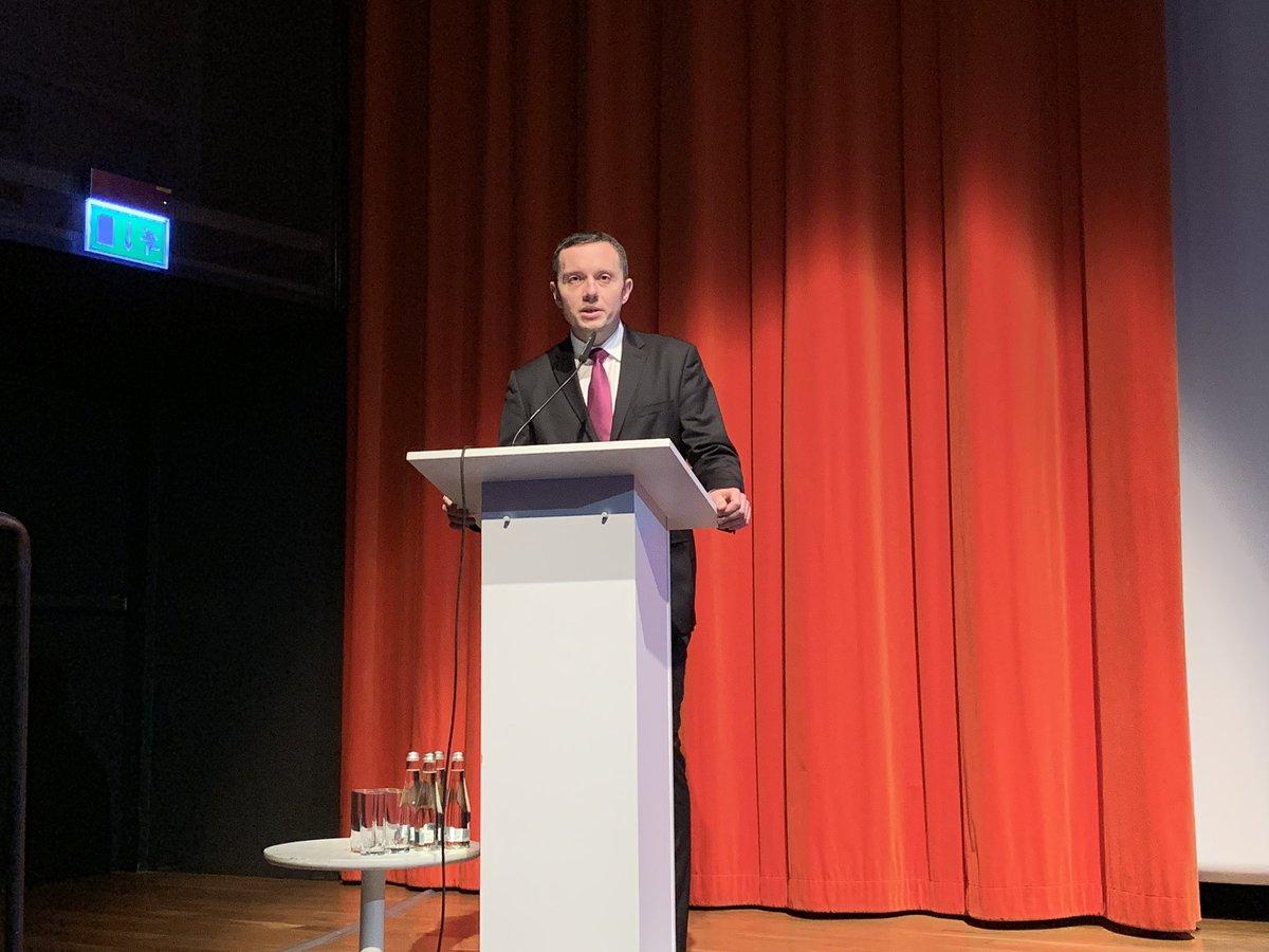 Minister @TomaszZdzikot @MON_GOV_PL o rozwoju zdolności polskich sił zbrojnych do działań w cyberprzestrzeni.  Konf #Panstwo20 https://t.co/tzlNK7CTVV