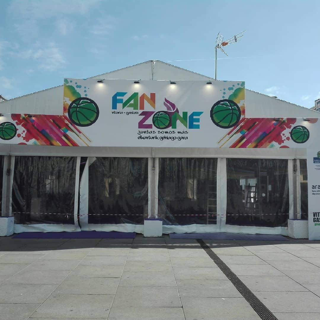 La exposición sobre la historia del baloncesto femenino alavés en la Fan Zone de la Copa de la Reina D0fffbAWoAAXltg