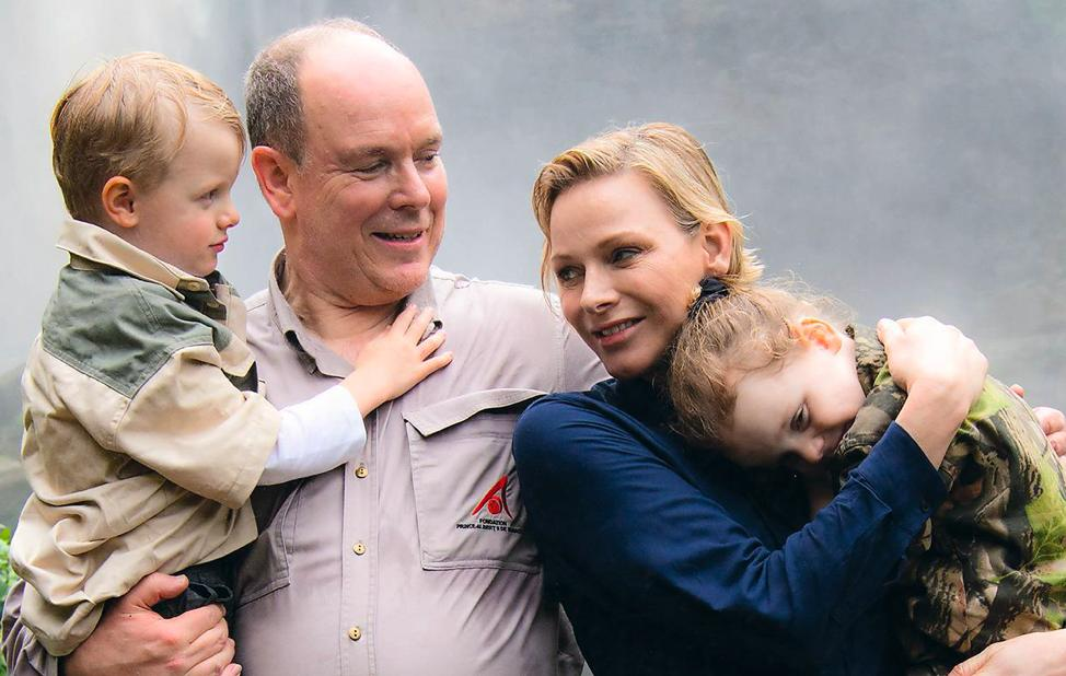 d65117dfb1 Prince Albert joined Princess Charlene and the twins at some point on the  trip to South Africa. Such a sweet picture of the entire family united in  ...