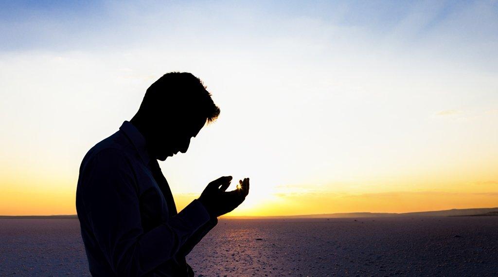 #صباح_الخير ۞أَمَّن يُجِيبُ الْمُضْطَرَّ إِذَا دَعَاهُ وَيَكْشِفُ السُّوءَ۞  اللهُم أرحنا بعد التعب ، وأسعدنا بعد الحِزن  وكافئنا بعد الصبر ، اللهُم إنا نعيذُ قلوبنا من وحشة الدنيا وكدرها ، اللهُم ابعد عن قلوبنا كل خوف يسكننا وكل ضُعف يكسرنا،🍁