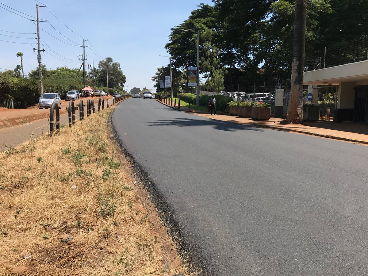 The carriageway along UN Ave was recently resurfaced. Can we do the same for the cycle track? And while we're at it, can we fix the curbs and other obstacles?  @KURAroads @NairobiCityGov @CriticalMassNbi @Ma3Route