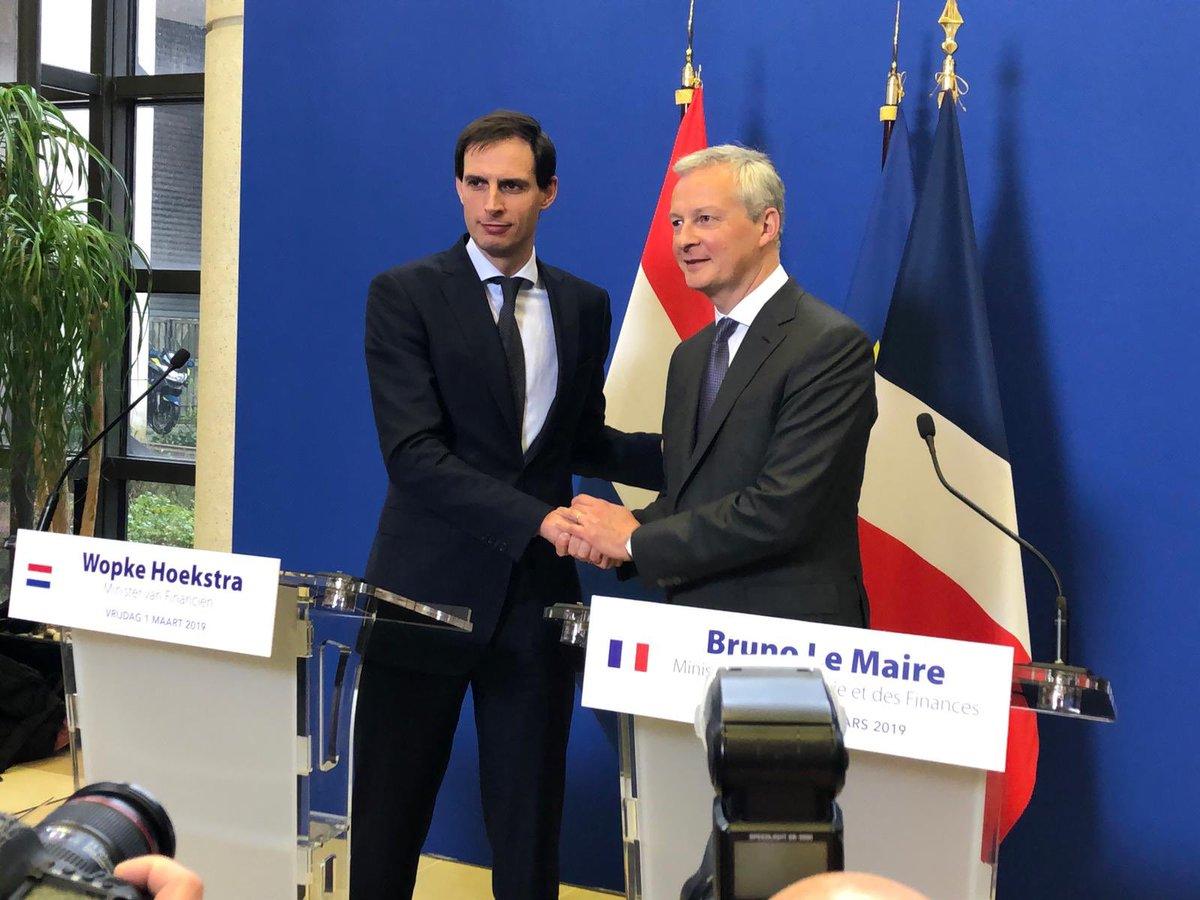 Gisteren met @Airfrance naar Parijs, vandaag met @KLM weer terug. Goed gesprek gehad met minister @BrunoLeMaire. Vandaag start een nieuw hoofdstuk in de geschiedenis van Air France-KLM. Gezamenlijke wil om een succes te maken vd onderneming en recht te doen aan NL/FR belangen.
