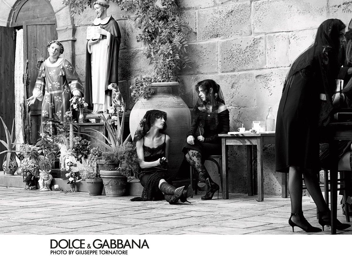 64a30c8de5a Find your traditional Dolce Gabbana look  here https   rebrand.ly DgSS19 woman .  DGCampaign  DGSS19  DGDNA   DGWomenpic.twitter.com SrOzydN6WX