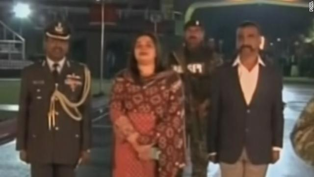 Pakistan returns captured Indian pilot in dramatic nighttime handover at key border crossing https://t.co/74E7PxauLC https://t.co/rkFT0SzON5