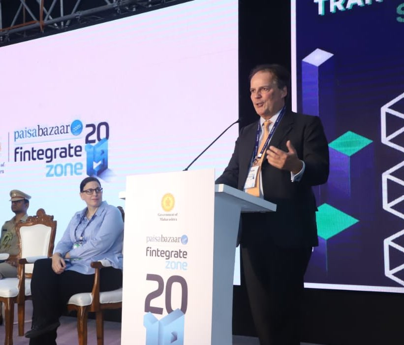 🇬🇧 #fintech sector contributes £6.6bn every year to the UK economy and employs over 76,500 people.   During his visit to Mumbai, @MarkFieldUK addressed the closing ceremony of @fintegratezone to promote the UK as a global hub for financial services. https://t.co/hTnSp0H3lT