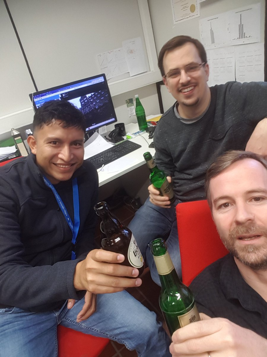 Enjoying the first German beer with our new PhD student David Velázquez @dvelazquez_mx from Mexico who previously worked for #RegulonDB. Thanks to Rogelio Hernández @royerht and the @SYNMIKRO administration for all help to get David to Marburg.