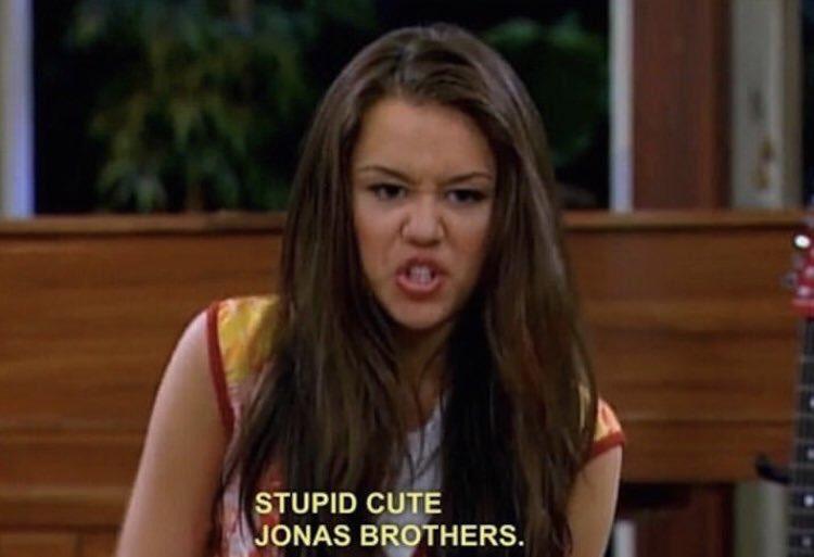 Yo en 2.013 escuchando que los Jonas Brothers se separaban// Yo en 2.019 escuchando su regreso y su nueva canción