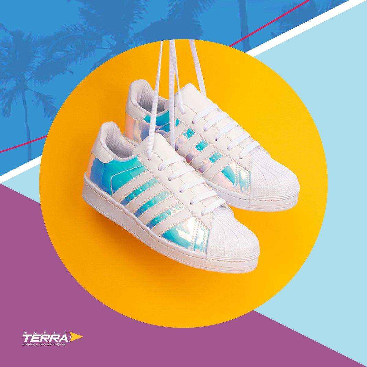 Los sneakers seguirán siendo tendencia esta temporada, sumando más colores tornasoles para darle un look único. ¿Tu también los amas? https://t.co/2aSBQXqjeP