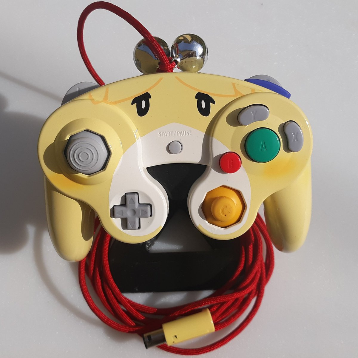 🔔Hey im doing a 1k follower giveaway!🔔 Since the jingle-bell isabelle controller is what got me here, I might as well make another one to give away. All you have to do is retweet this tweet and follow me. Giveaway ends at the end of the month.