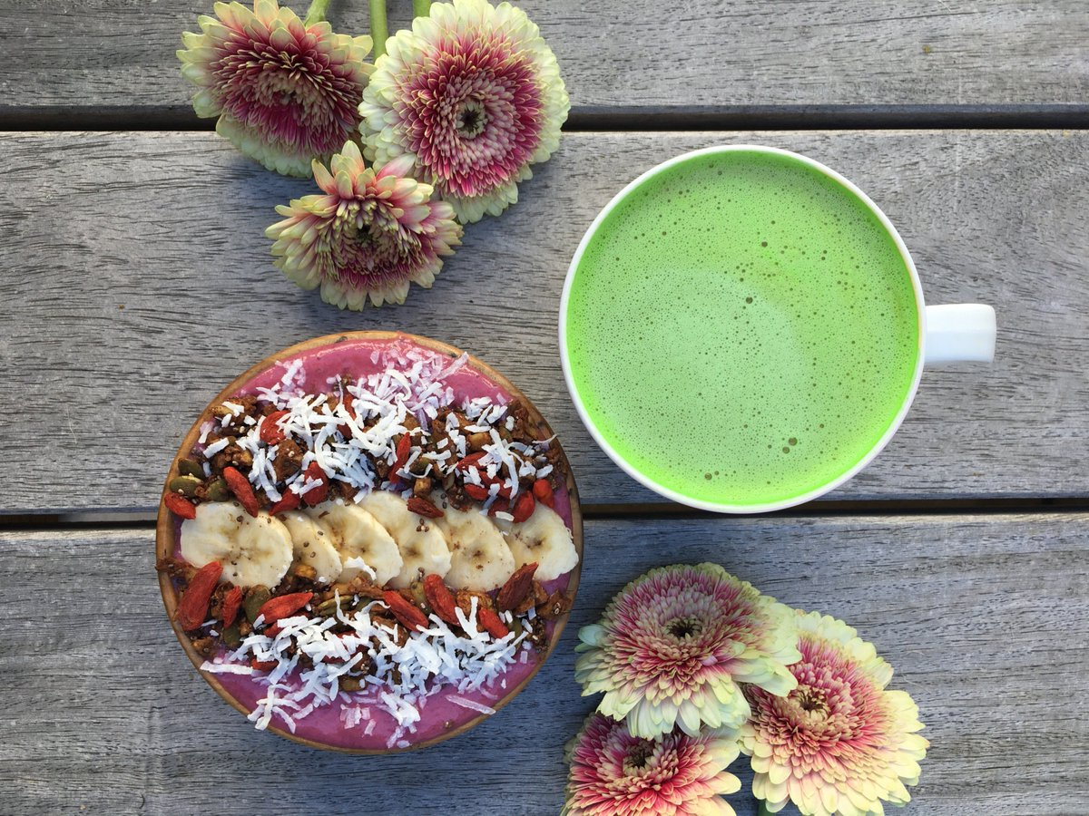 A perfect start into the day! This is how a weekend can indeed begin. 😁😍  #machta #greentea #tea #organic #best #bestoftheday #healthy #green #food #superfood #energy #delicious #tasty #breakfast #fruit #plantbased #bowl #fresh #fruity #weekend https://t.co/db4mGG10Ds