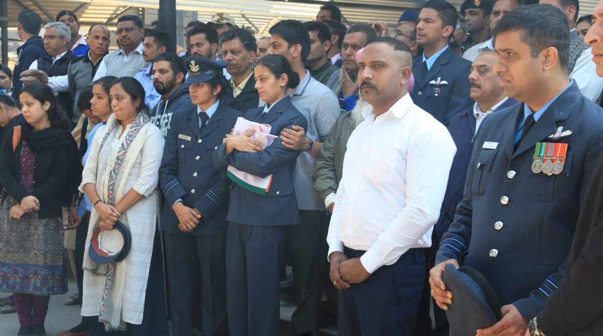 #SquadronLeader #SiddharthVashisht, pilot of MI17 helicopter that crashed in Budgam, J&K, cremated earlier today. His wife Sq. Ldr. Aarti Singh holds the folded tricolour.  This MI17was not shot down - it was a technical fault. Years of neglect; who is responsible for his death?