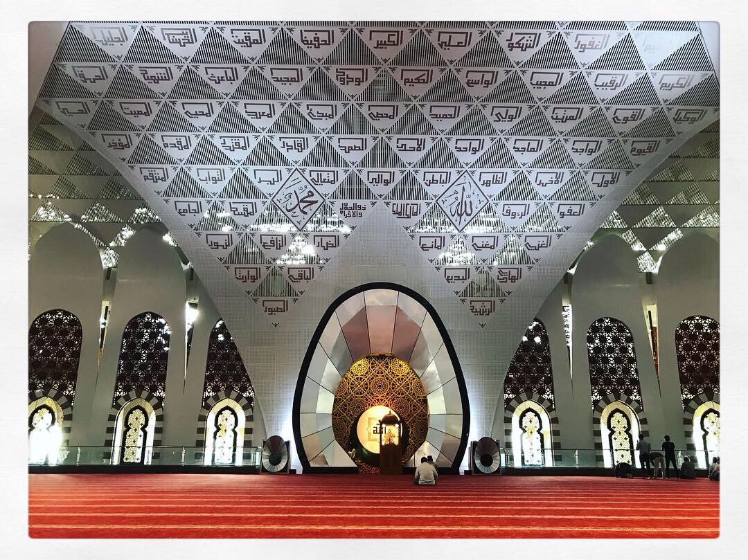Ashar di Mesjid Raya Sumatera Barat. Mesjidnya bagus. #indoriya