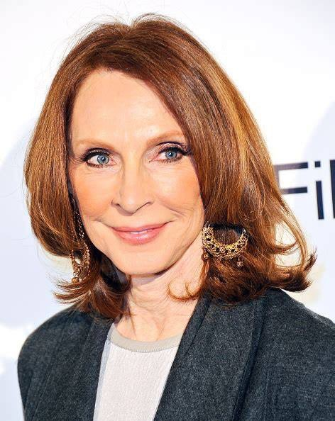 I like to wish Gates McFadden a very happy birthday     !!