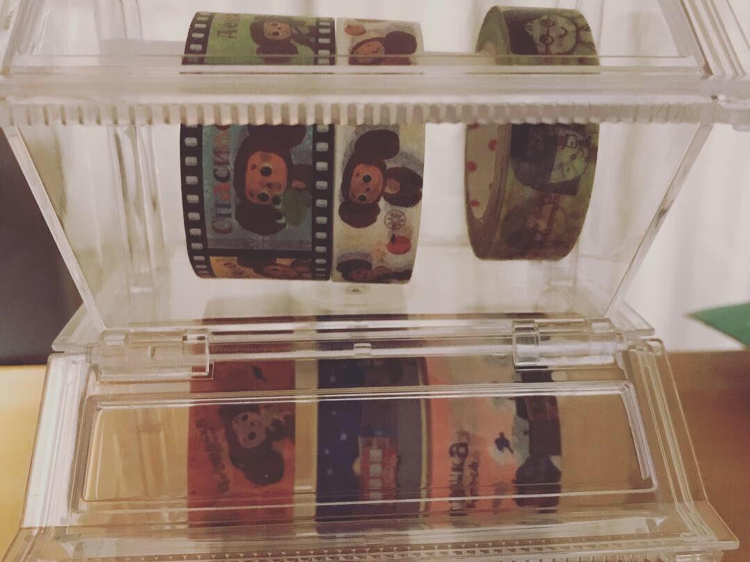 test ツイッターメディア - チェブのマステをマステケースにセット。ダイソーのマステケースはカッターも付いている。フィルム絵のマステがお気に入り。 #チェブラーシカ #ダイソー https://t.co/0KnG3PRLlA
