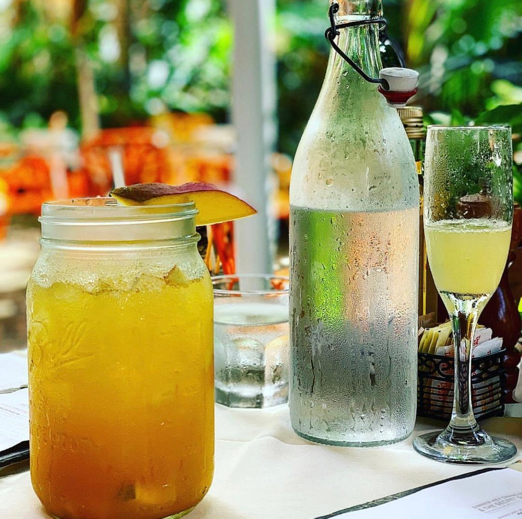 Get ready to sip on our Berry Mimosa's🍾👄 #Saturday #Weekend #PeacockGardenBistro