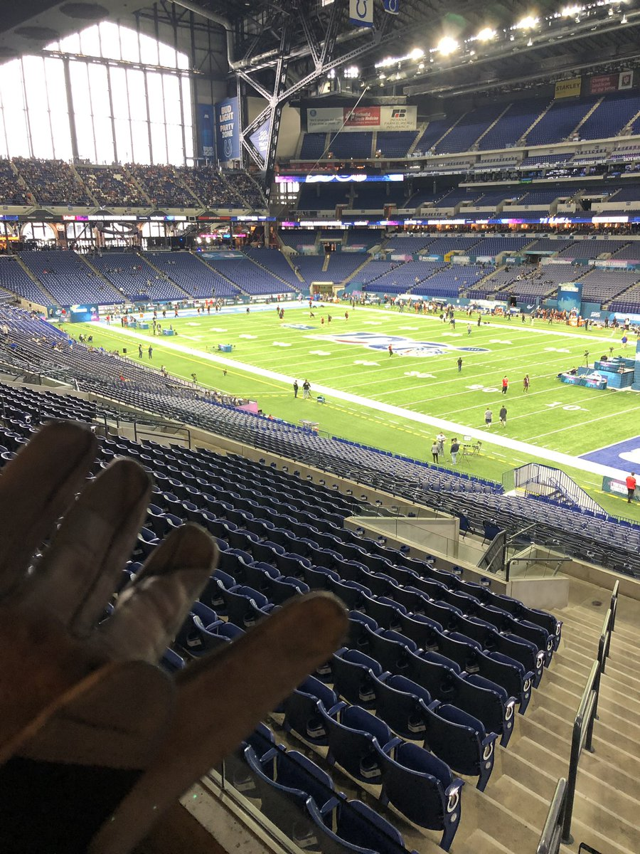 (I also brought my gloves just in case they need an extra arm - would be my  1st chance to throw at the combine)pic.twitter.com WOP716l8KS 4b7d6bea2