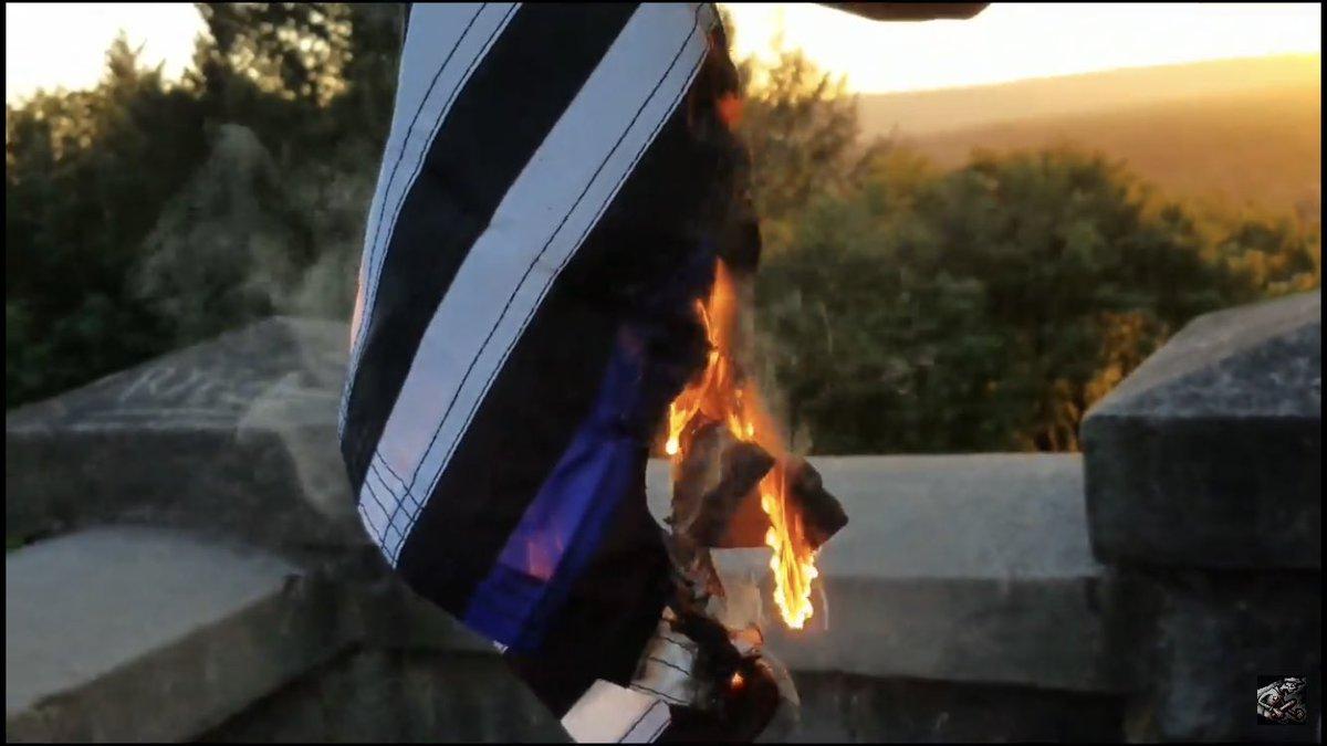 "Dave Kempa🕳️ on Twitter: ""Antifa burning thin blue line flags outside the  Sacramento Police Department #StephonClark… """