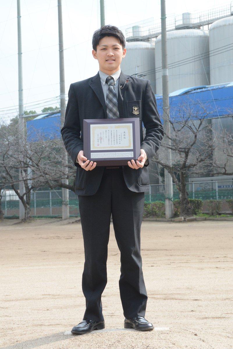 日本学生野球協会の優秀選手の一人に選ばれた沖学園の前主将、阿部くん。(2日付福岡版で掲載)。甲子園中、最も話した一人でした。南福岡大会から話す内容が大人になっていく様子を聞けたことも楽しみの一つでした。富士大でも頑張れー!(角) #沖学園 #高校野球 #卒業おめでとう