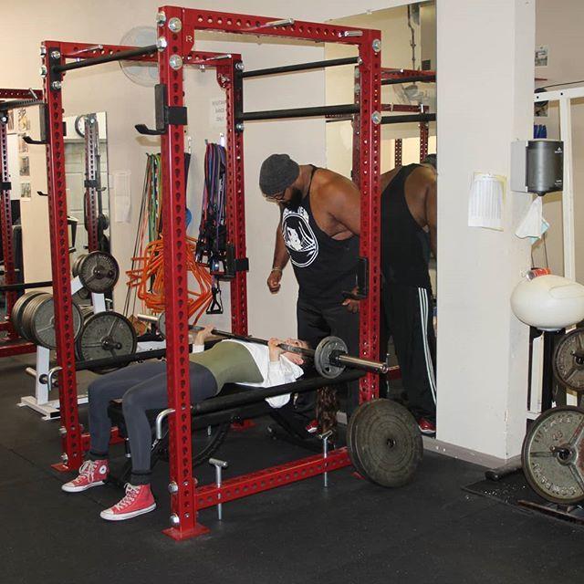 Working out with @bigtommyburns @beastofthebaystrengthmovement  #strengthtrainingforwomen #strengthcoach #coach #goalsetter #powerlifting #workout#powerliftingwomen #weightliftingwomen #workingout #weightlifters #fitness #fitnessmodeling #fitnessgir…  https:// ift.tt/2tNcWyE    <br>http://pic.twitter.com/Tv2QOPJdQV
