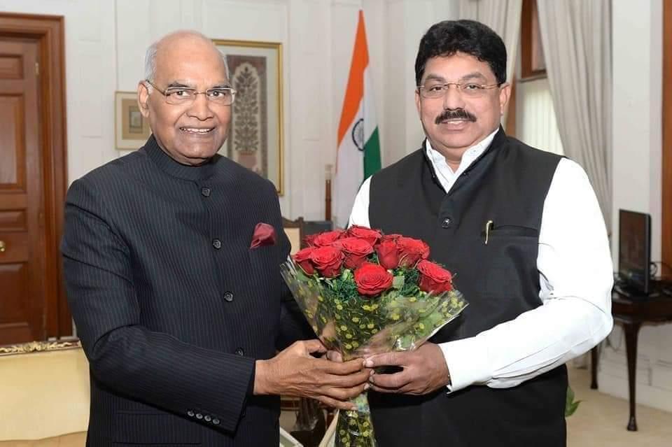 #आछे_दिन_वाली_सरकार #महिलाओं_के_सम्मान_में_भाजपा_मैदान_में संस्कारी नेता जी का नाम ए टी नाना पाटिल है महाराष्ट्र जलगांव का विधायक है जो राष्ट्रपति और पीएम के साथ खड़े हैं।  @MLArajeshSP @AbbasAliRushdi @asfak00788 @priyankac19 @Pawankhera @NayakRagini @KavitaKaushik_ @LambaAlka