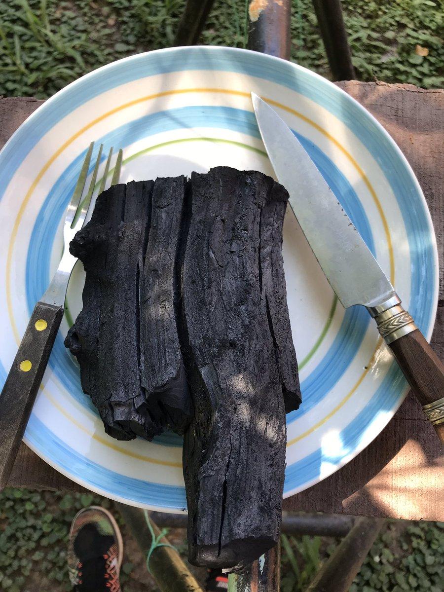 Por todos los insultos recibidos al compartir con ustedes el punto en el cual me gusta comer la carne, hoy me prepare un bife de chorizo al punto de ustedes a ver qué onda.