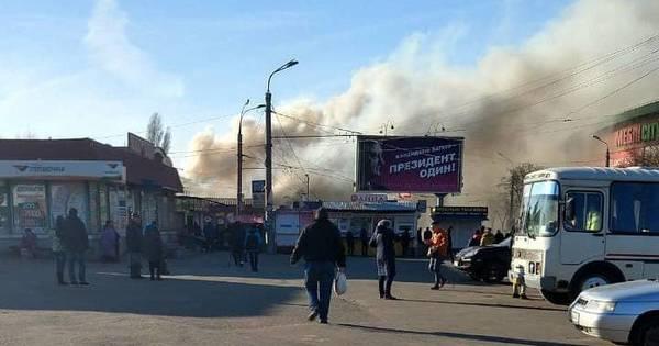 Пожежа на ринку в Кривому Розі: вогонь пошкодив торговельні павільйони - Цензор.НЕТ 8305