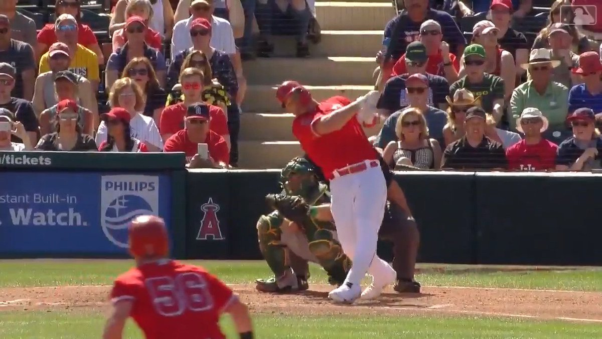 Image for the Tweet beginning: Mike Trout dropping bombs 💣