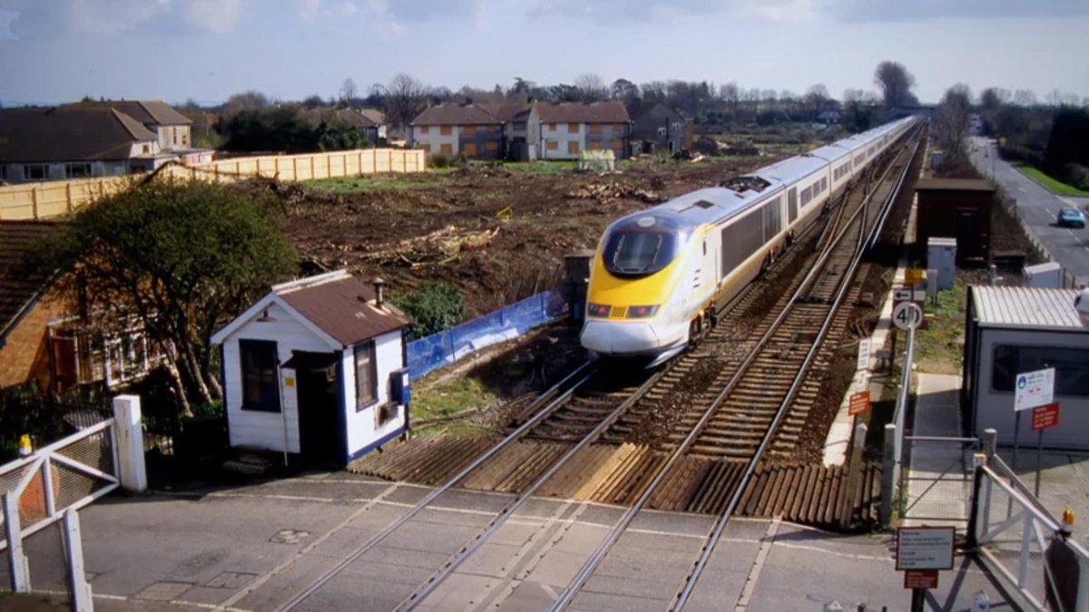 D0wayeBWsAER3oN - Eurostar at 25