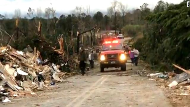 At least 14 people have died after a series of tornadoes touched down in Alabama and Georgia https://t.co/lSw4fzBA5m https://t.co/hBMfquuVvk