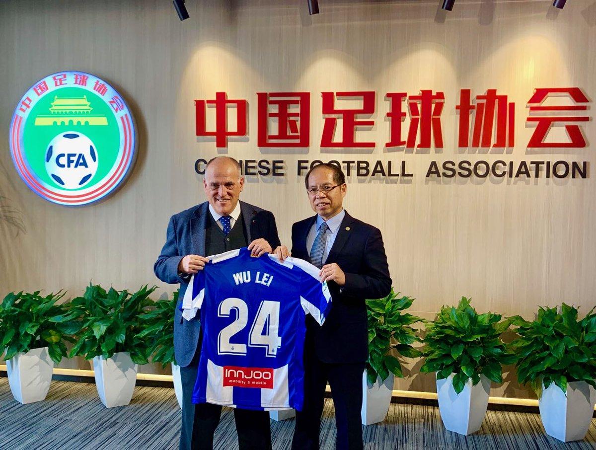 Hoy en Pekin. Después de cuatro años trabajando junto a la CFA (Chinese Football Association), con grandes resultados. Contribuiremos  más años al desarrollo del fútbol chino y de la Chinese Super League. WU LEI gran jugador. China vibra con él  y el @RCDEspanyol .