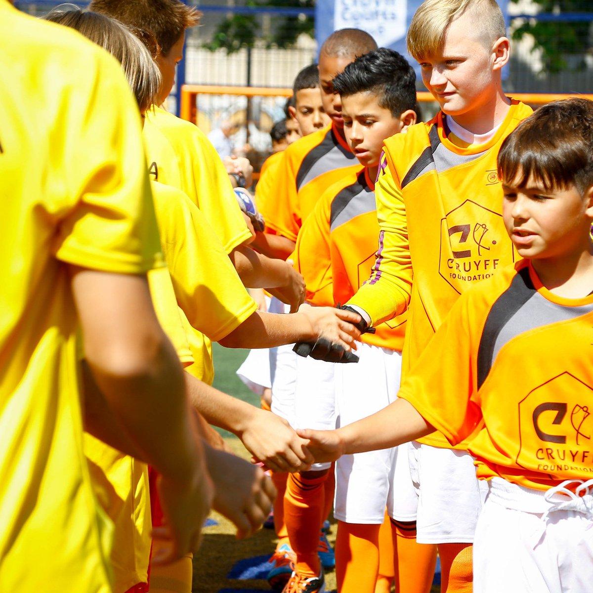 El deporte es cuestión de valores. 🤝  #CreatingSpace #CruyffLegacy