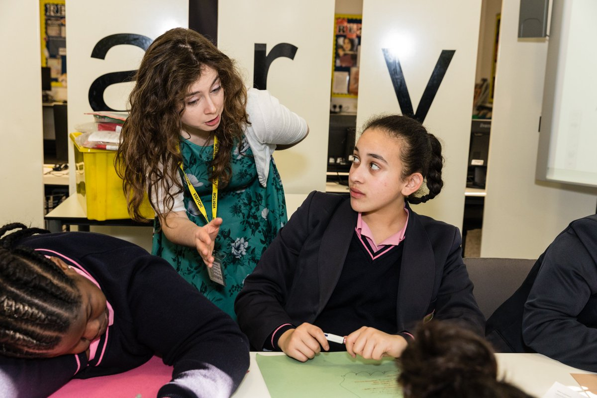 Big #thankyou to poet Clare Mulley for an inspirational #poetry workshop exploring the #ghazal poetic form - part of the #YoungCityPoets project run by @Literacy_Trust. Read our girls' ghazals at https://bit.ly/2C3cbpE. @clare_poet