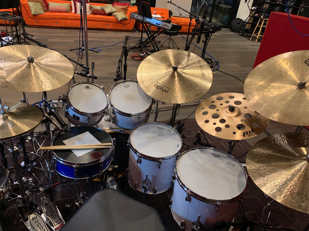 For those of you wondering what kit @vinniecolaiuta is playing today in the studio, here it is!  #gretschfamily #gretschdrums #gretschusacustom