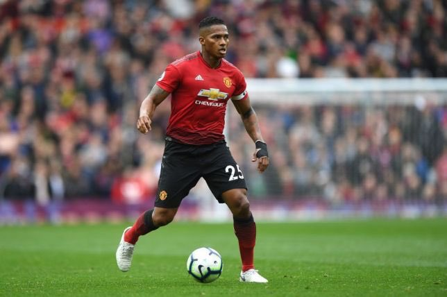 Antonio Valencia has begun negotiations with arsenal with a 1 year contract being lined up by #arsenal at the end of the season after his united contract expires, Antonio Valencia wants roughly the same amount he was earning at #ManchesterUnited in wages.  #antoniovalencia #afc