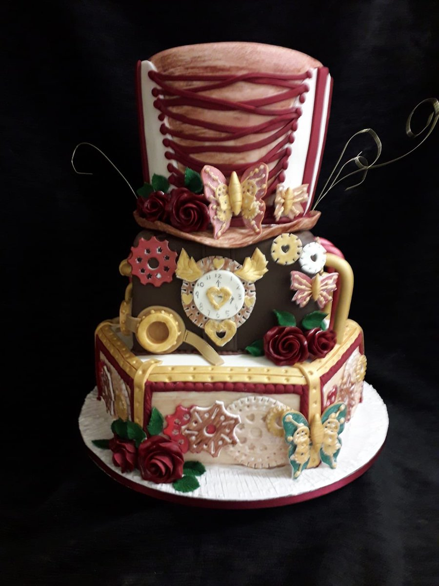 #Cake 🍰 Awesome of the Day: #Steampunk ⚙️ #Birthdaycake 🎂 #Weddingcake 💍 Piece Montee with Hat 🎩 & Butterfly 🦋 via @BrysonsBakery #SamaGeek #SamaCake