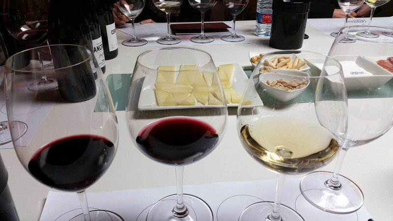 #Rioja has captivated Carol from the first moment. She thinks that this region of #Spain is paradise . Carol loves sharing the hidden places that you won't find on travel guides & the amazing stories behind each wine. Discover: http://travelinspires.org/rioja-basque-country-guided-wine-foodie-tours/… @Thabuca #travelinspires