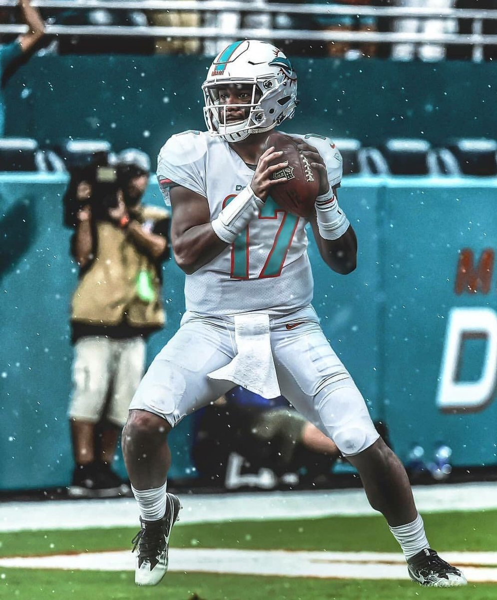 With the 2020 #1 Overall Draft Pick, the #MiamiDolphins select QB Tua Tagovailoa from #Alabama.<br>http://pic.twitter.com/UmgjHcKTzh
