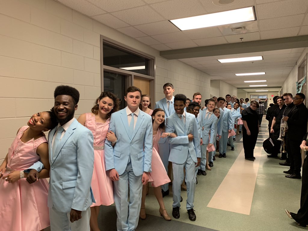 Thomas Dale Knightscene in the warmup room! pic.twitter.com/0JEUwaZR3H